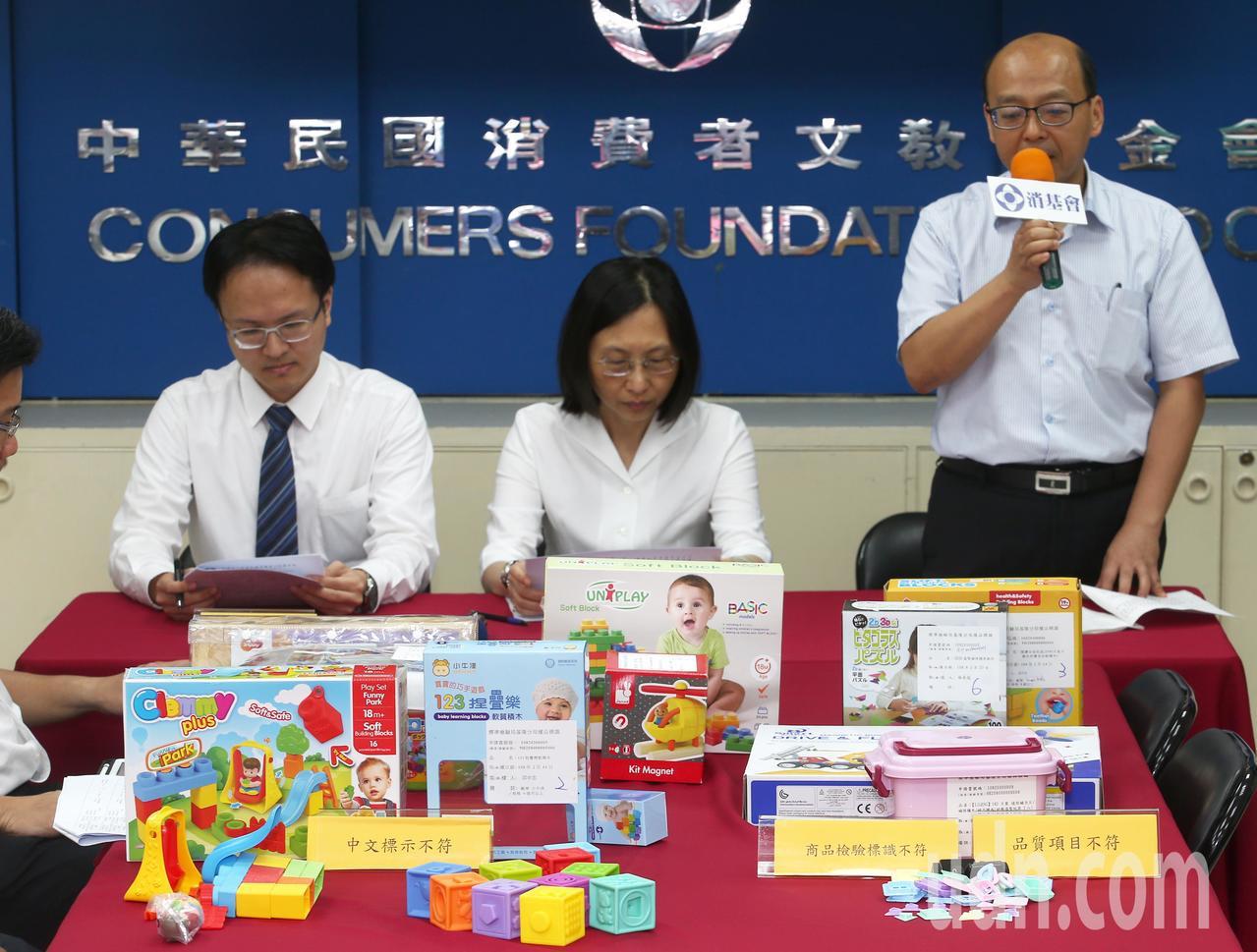 消基會上午公布「檢驗出3款積木玩具標示(識)不合格」,3款中文標示不符,其中一款...