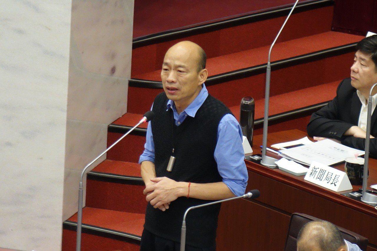 高雄市長韓國瑜上午回答議員陳美雅質詢對柯文哲是否選總統的看法時,斬釘截鐵的說:「...