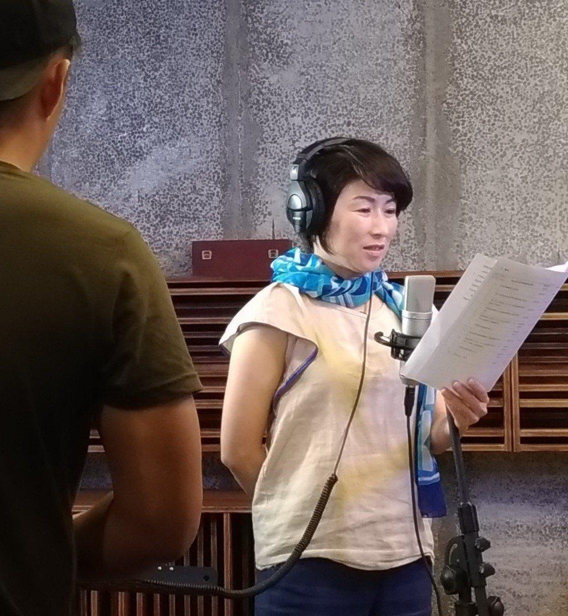 台東縣政府建置的「TTStudio聲音部落」錄音工作室,縣長饒慶鈴今天親自體驗錄...