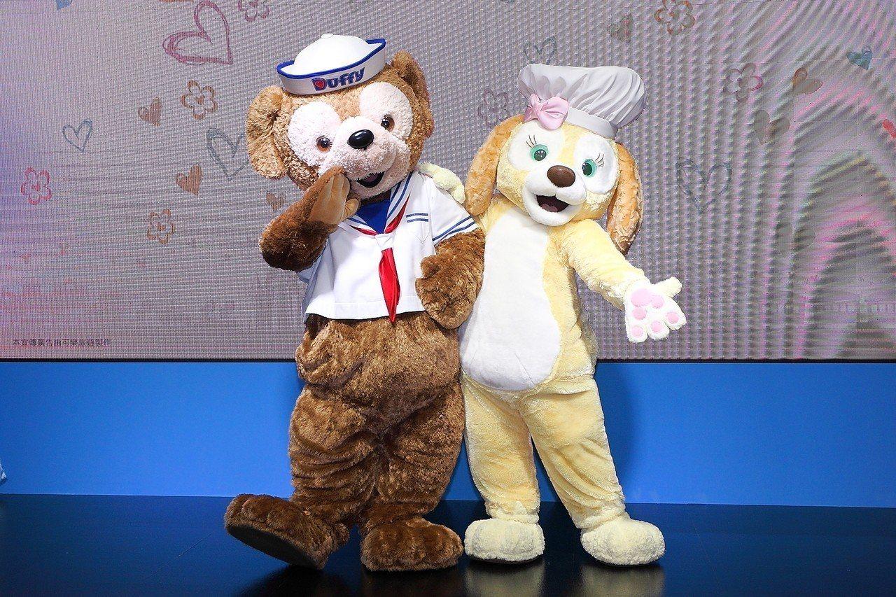 Duffy與Cookie自5月17日起,連續4天於世貿一館的可樂旅遊攤位登場。記...