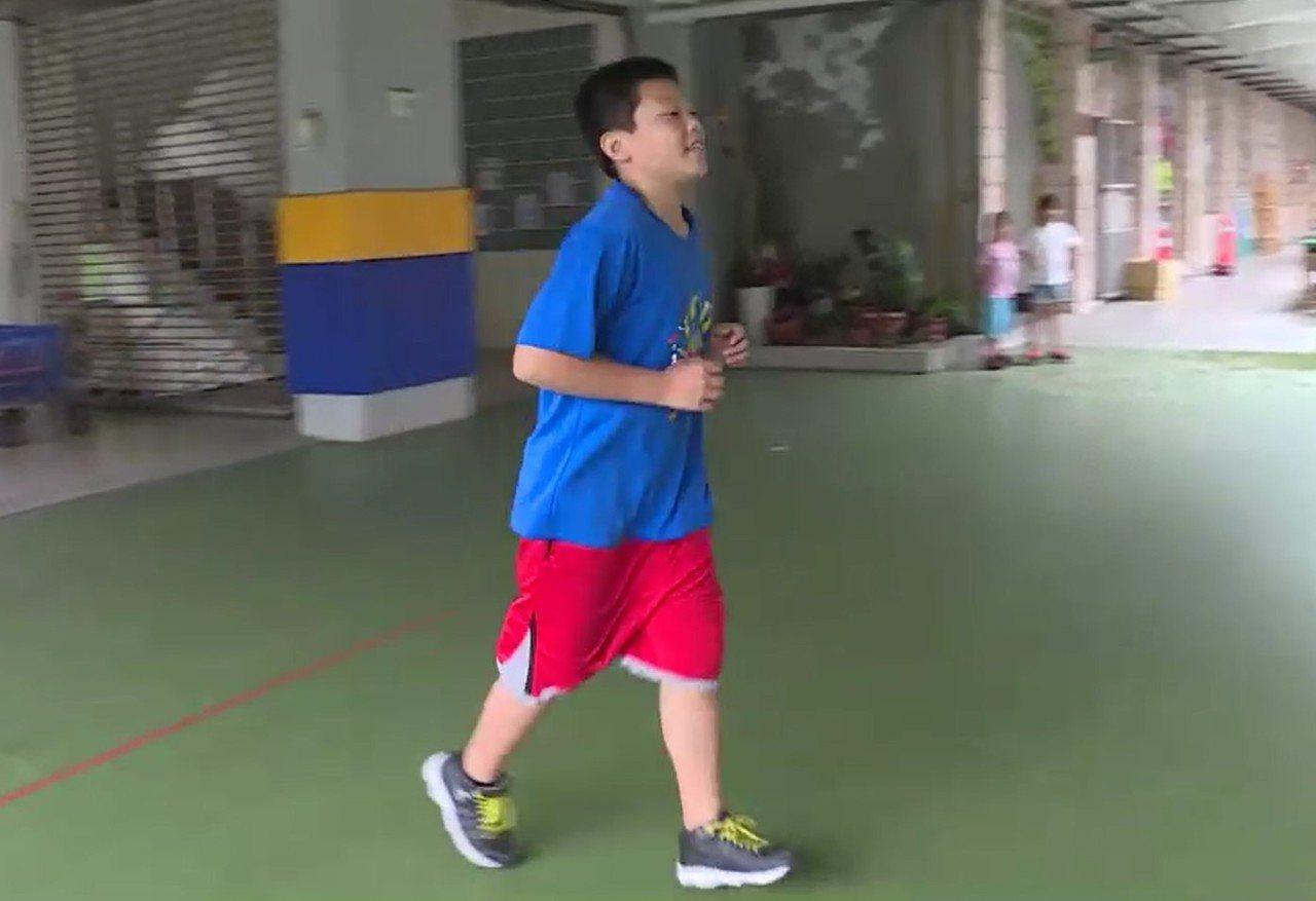 基隆市中和國小畢業生汪軍愷今年考上中正預校,但他卻是在1年之內減重14公斤才考上...