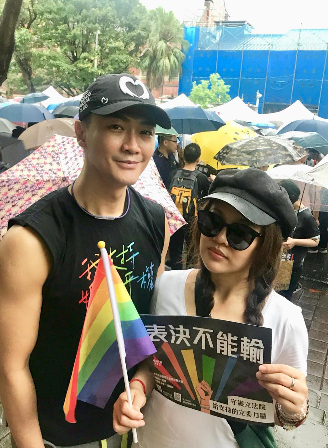 林俊逸(左)、戴愛玲。圖/星耀藝能提供