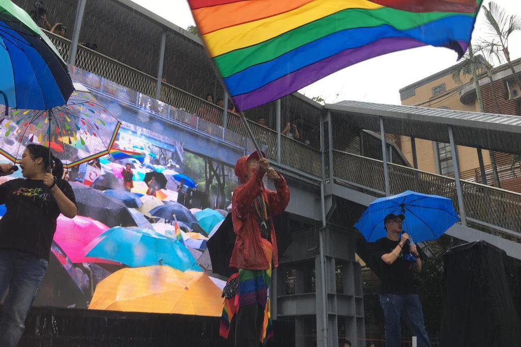 同婚專法昨(17)日完成三讀,台灣成為亞洲第一個同性婚姻合法化國家。記者葉冠妤/...