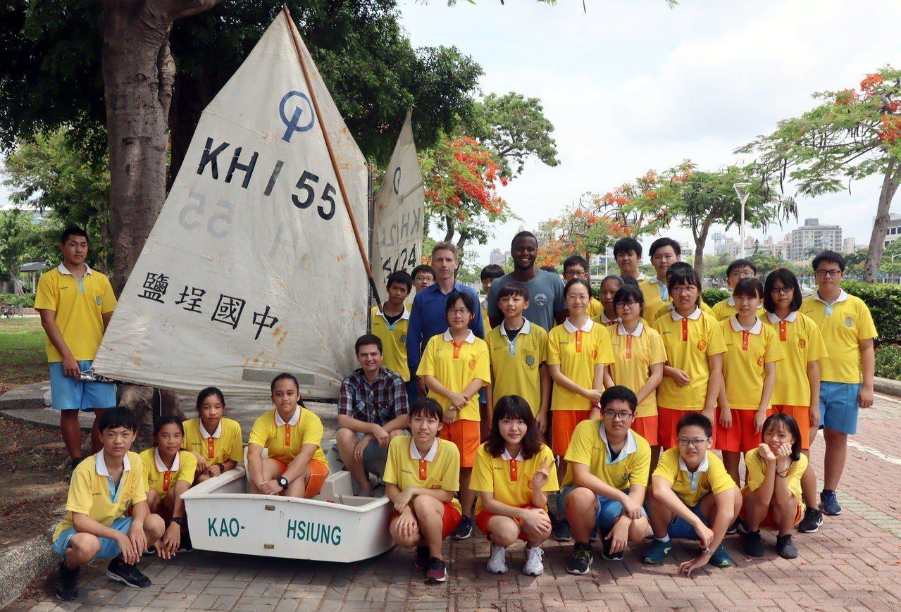 外師以英語指導學生有關帆船知識。記者徐如宜/攝影