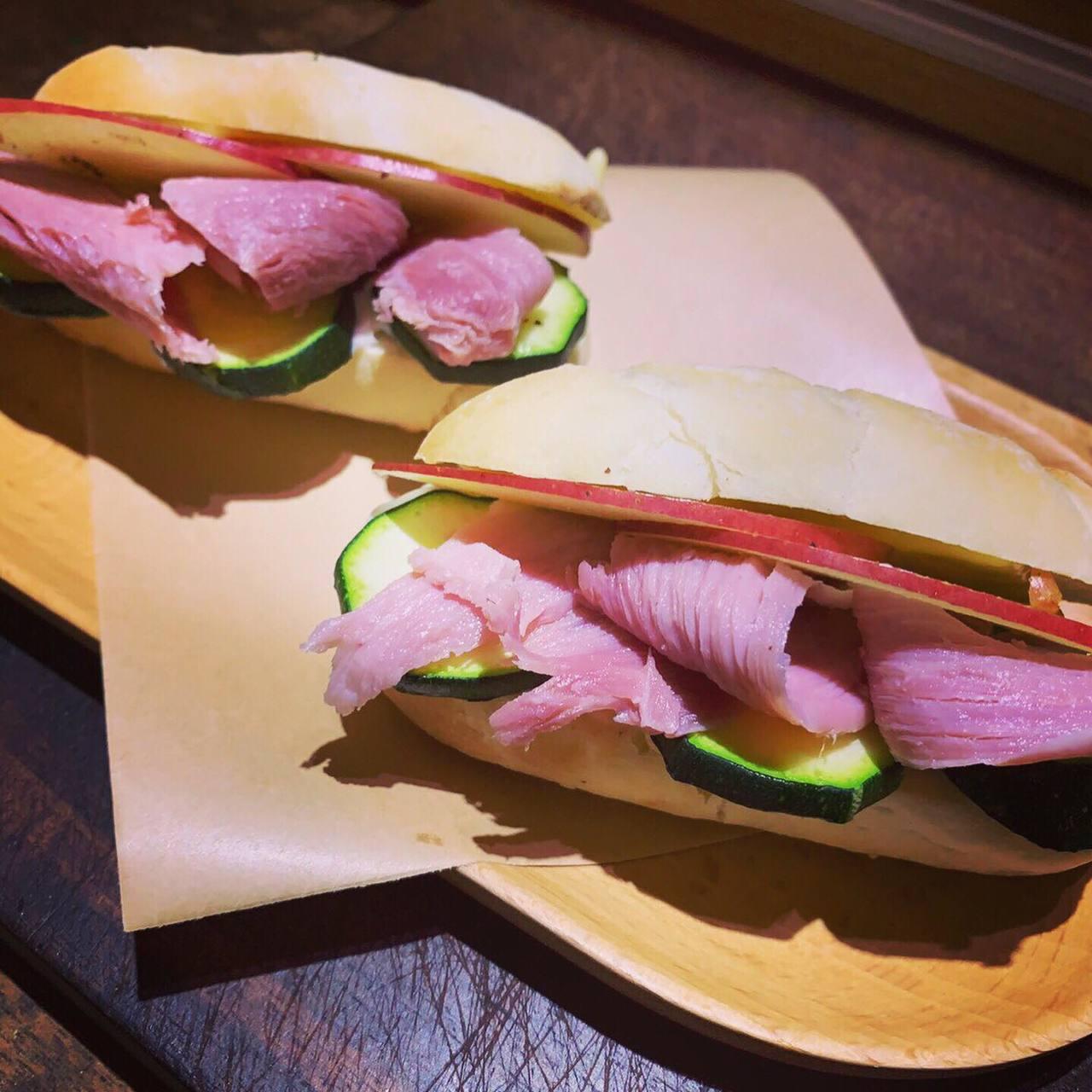 貝克宅也有提供輕食三明治等餐點。圖/貝克宅提供