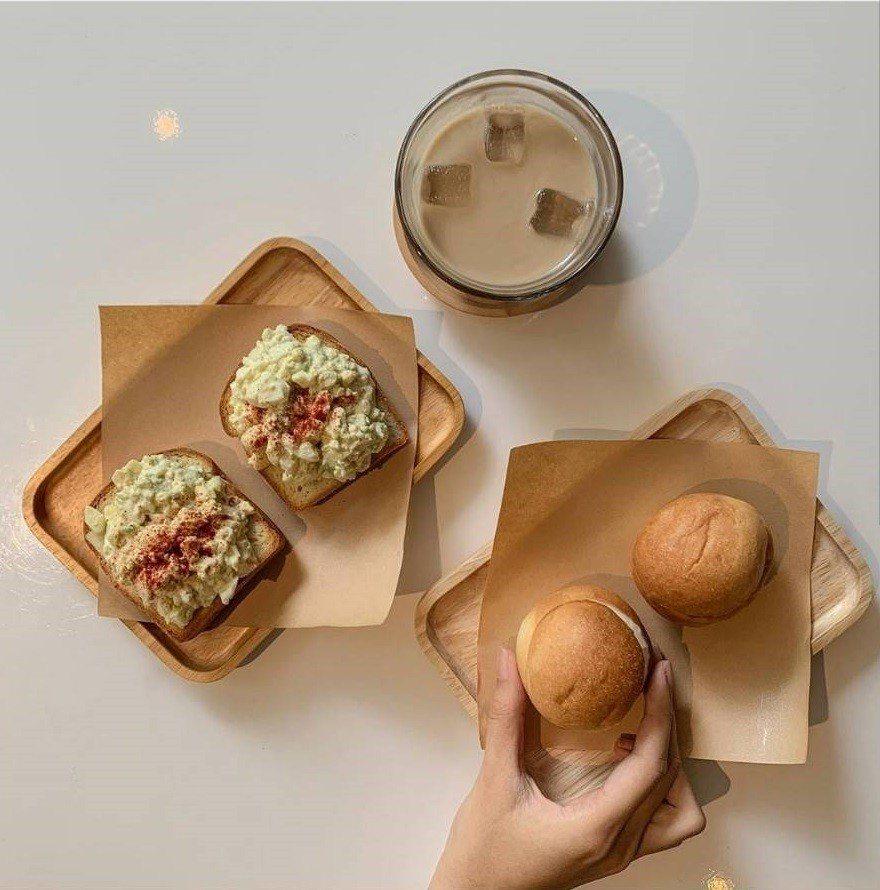 IG網友分享貝克宅的小圓麵包與酪梨蛋沙拉三明治。IG @pei_p_ei提供