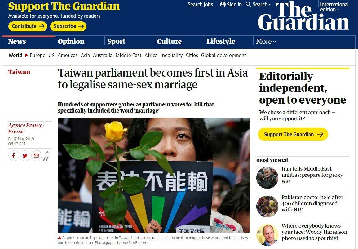 英國衛報即時推播,指出台灣立法院通過同志婚姻專法,成亞洲第一。圖擷自衛報
