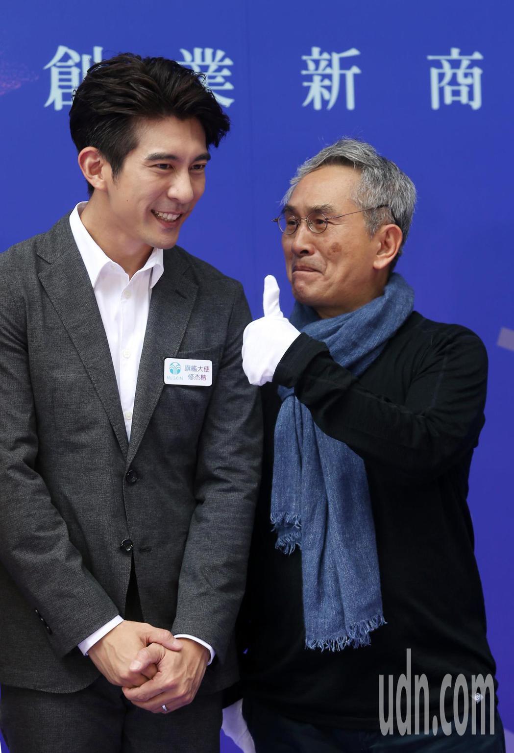 藝人修杰楷(左)下午擔任NU SKIN生活館開幕活動大使。記者曾吉松/攝影