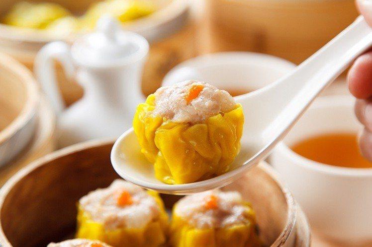 六福客棧港點也出冷凍包料理,狂賣8千盒,蟹黃蒸燒賣最夯。圖/六福旅遊集團提供