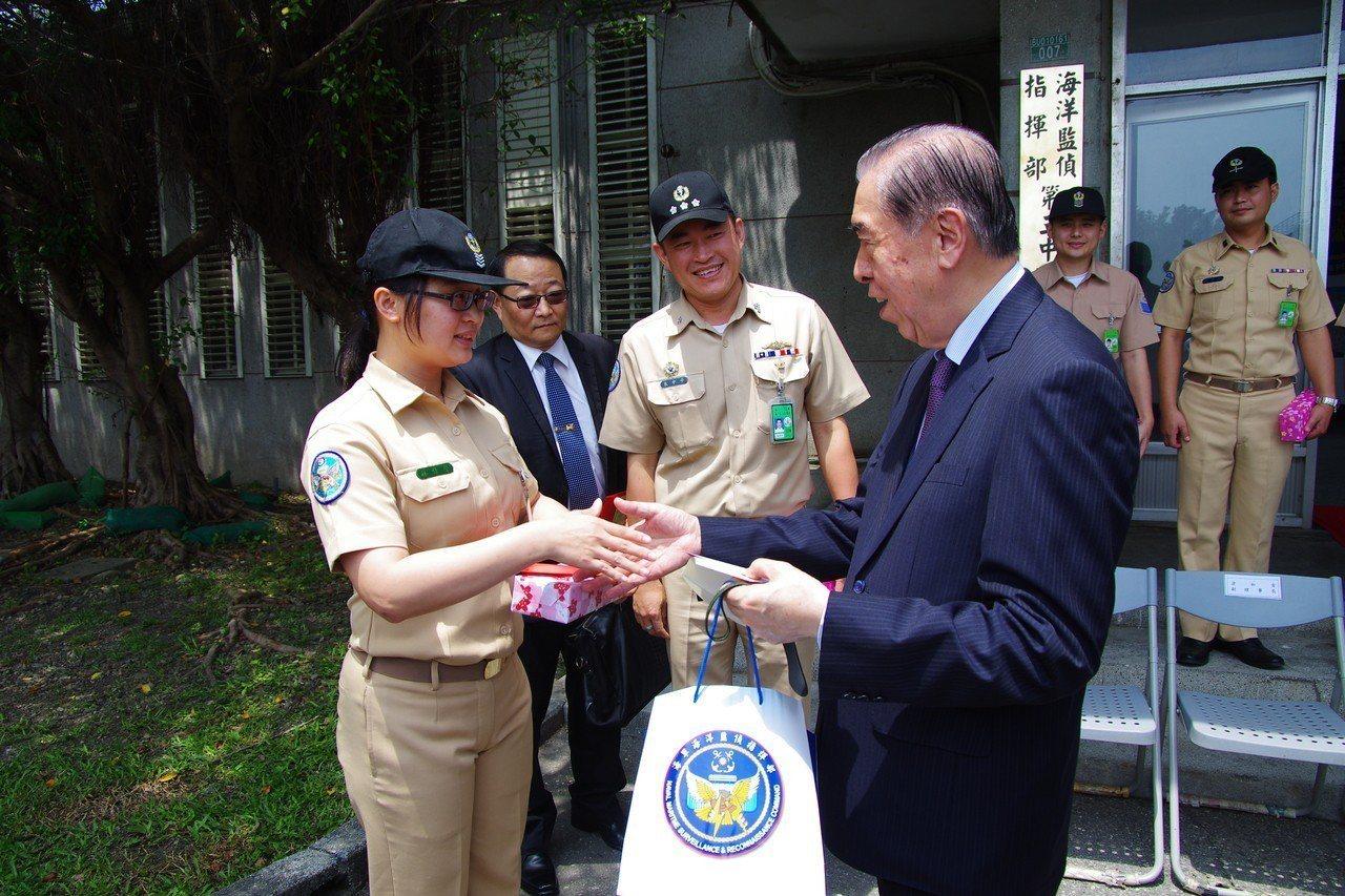 5月15日,軍友社慰問花蓮地區三軍部隊。記者程嘉文/攝影