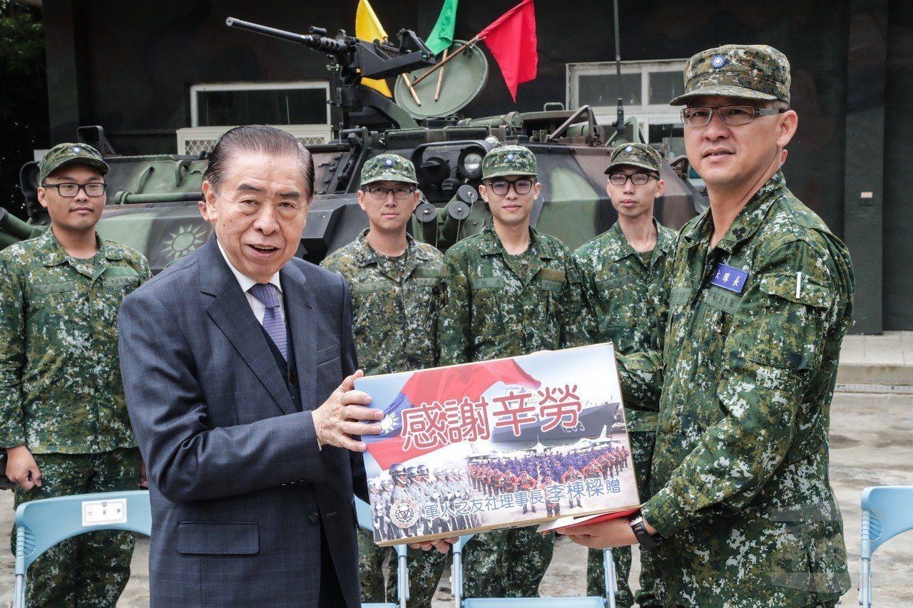 5月8日,軍友社赴金門訪問。圖/軍聞社