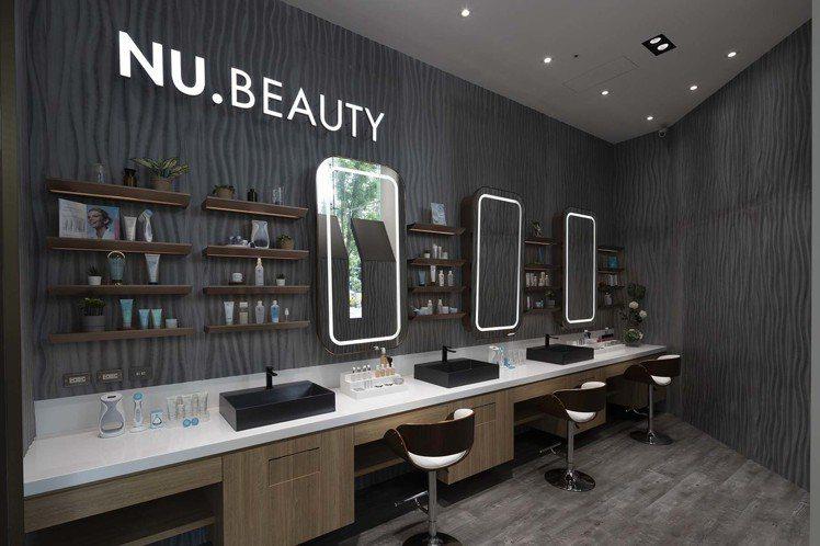 NU SKIN如新生活台北旗艦館內的專屬NU Beauty試妝空間,採用好萊塢明...