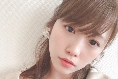 前AKB48成員川榮李奈今天在IG上宣布閃電結婚,已經跟同為演員的男星廣瀨智紀登紀,同時兩人也準備升格當爸媽,因為她肚子裡已經有了新生命,今年就會迎接孩子到來。24歲的川榮李奈2014年在AKB48...