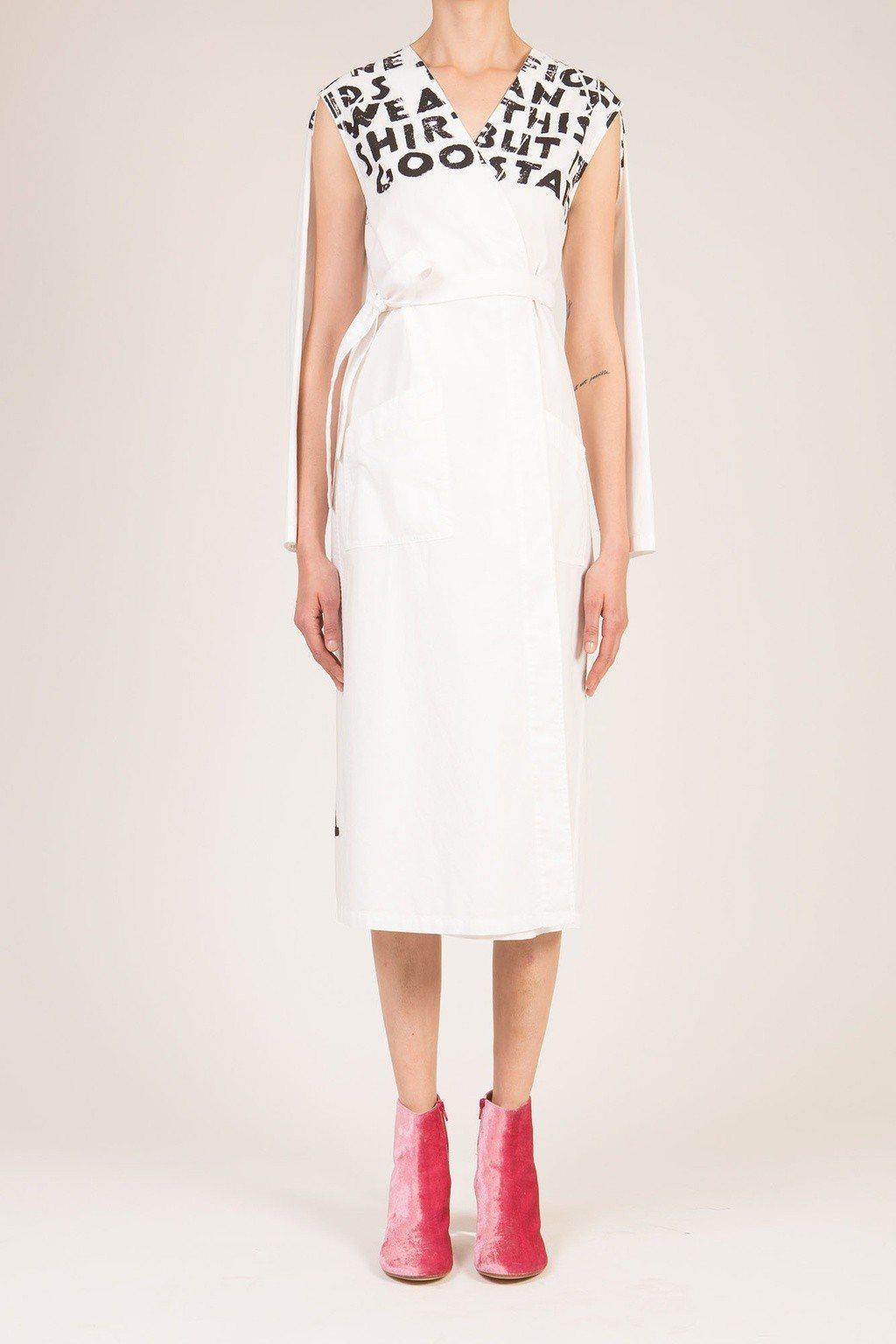 MM6經典對抗愛滋標語白色連身洋裝32,800元。圖/微風提供