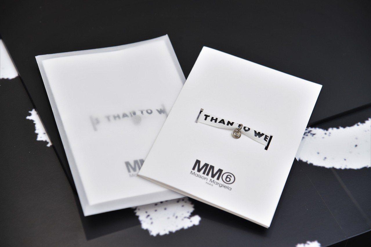 MM6經典對抗愛滋標語手環。圖/微風提供