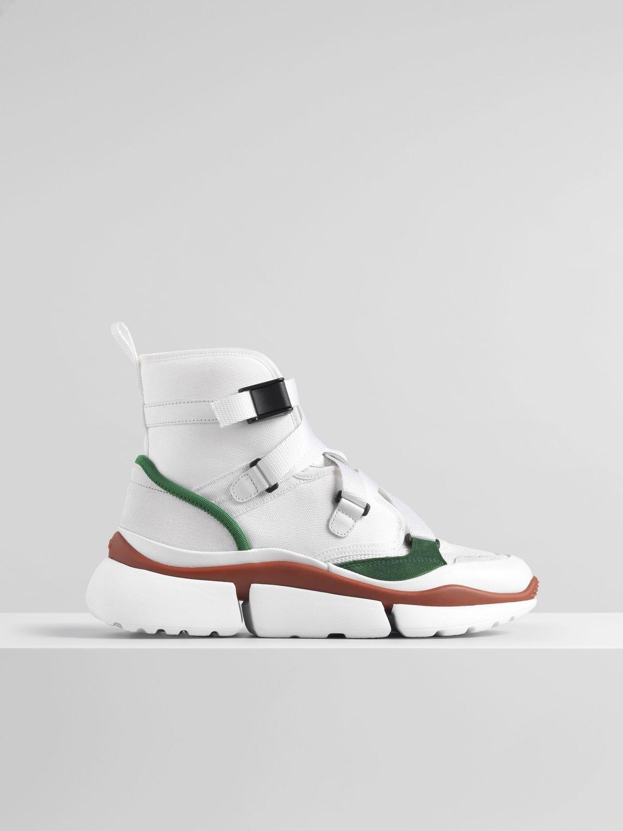 經典款Sonnie白底綠邊高筒老爹鞋,售價25,100元。圖/Chloé提供