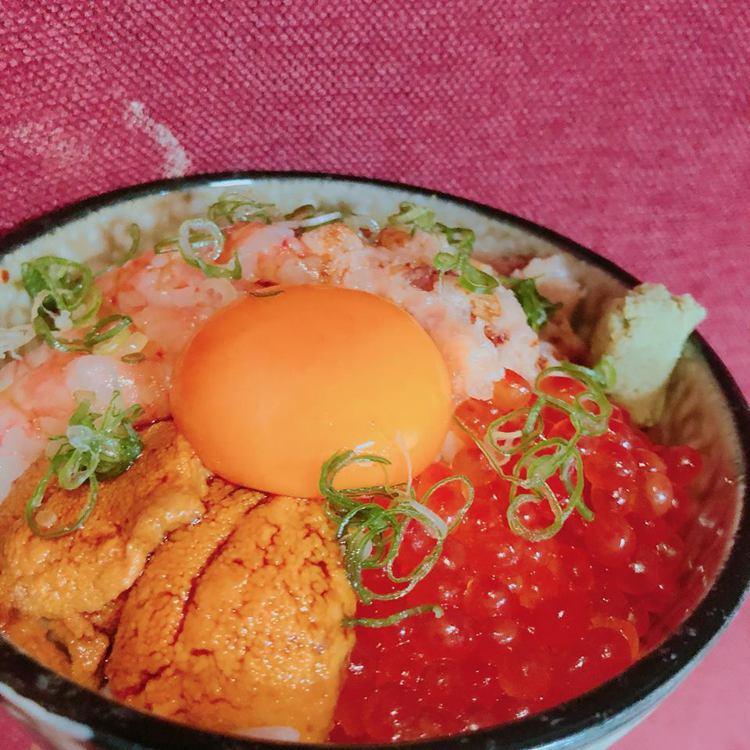 魚君招牌四色丼。圖/摘自魚君海鮮丼專門店臉書