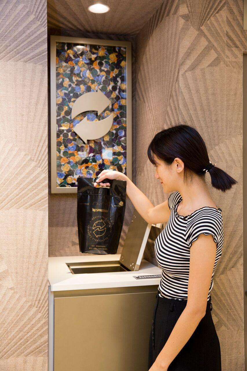 Nespresso在全台百貨公司精品店、專櫃皆設有回收箱,鼓勵消費者將使用完的咖...