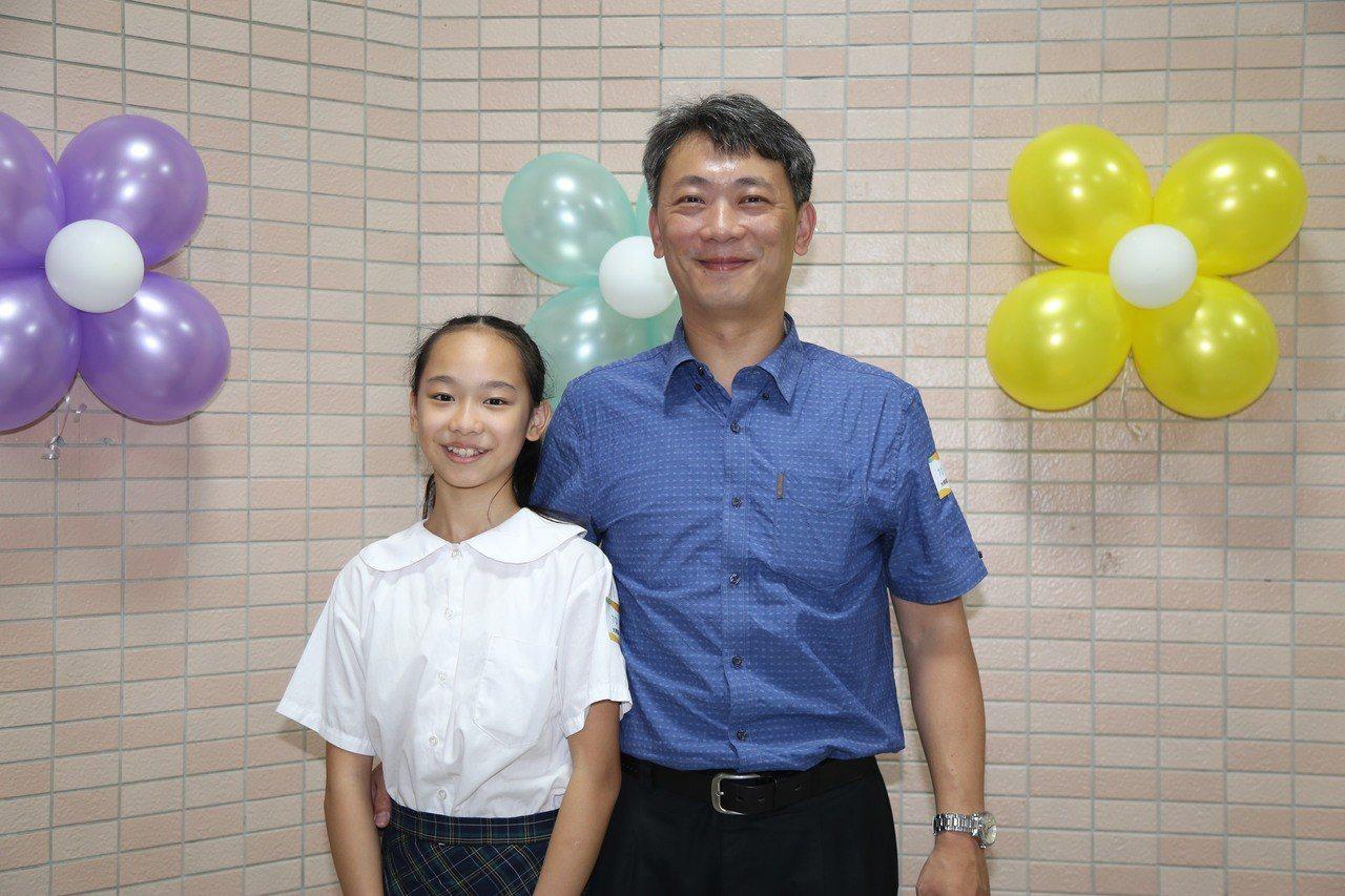 永樂國小模範生代表陳宥蒝(左)是舞蹈班學生,憑著熱情與不服輸的拼勁,在台北市及全...