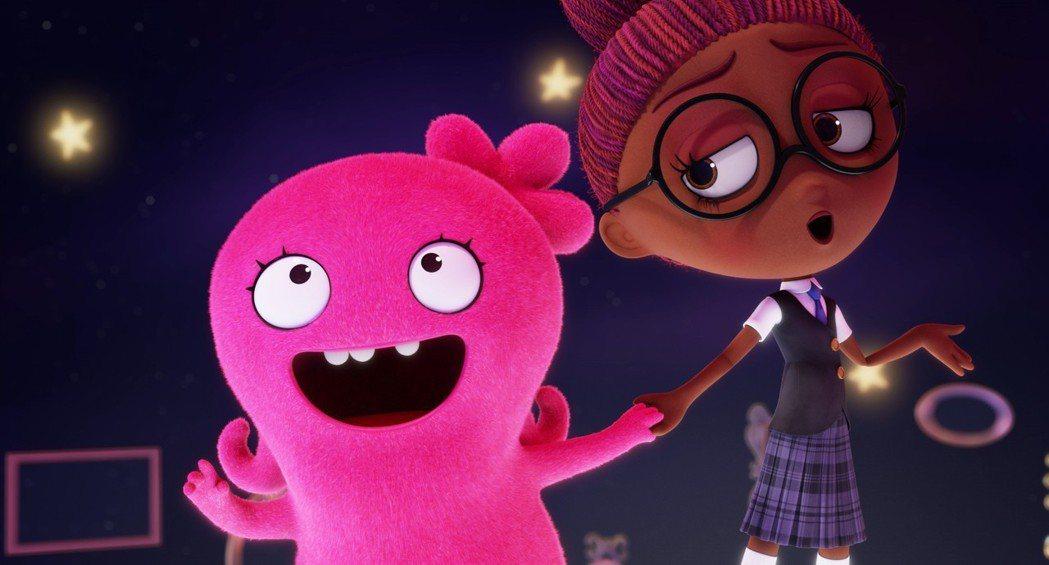 《醜娃娃大冒險》的主角Moxie(左)由凱莉克萊森配音,右邊的Mandy則由賈奈