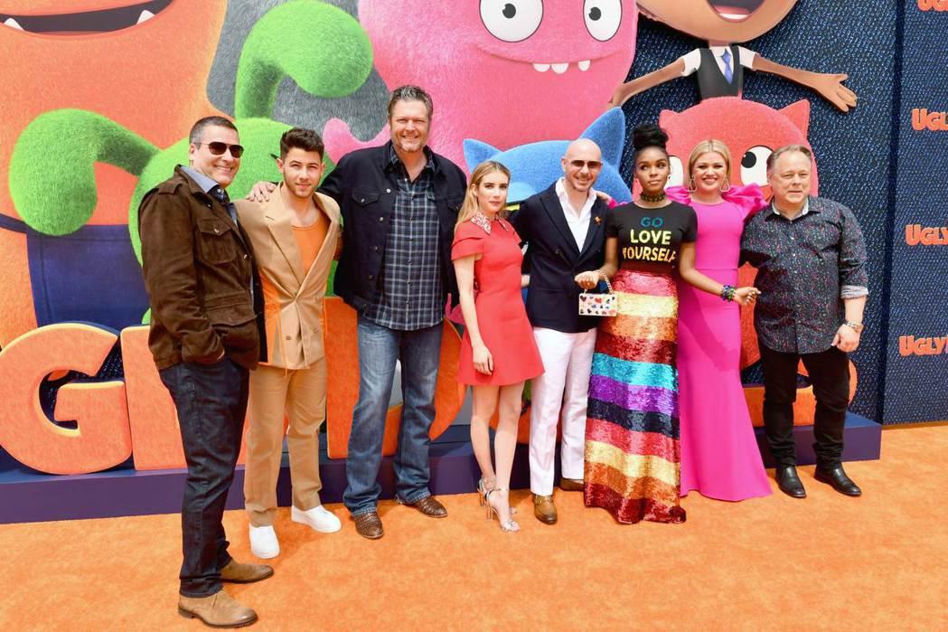 《醜娃娃大冒險》的洛杉磯特映會上,配音卡司眾星雲集,左二起依序是尼克強納斯、布雷...