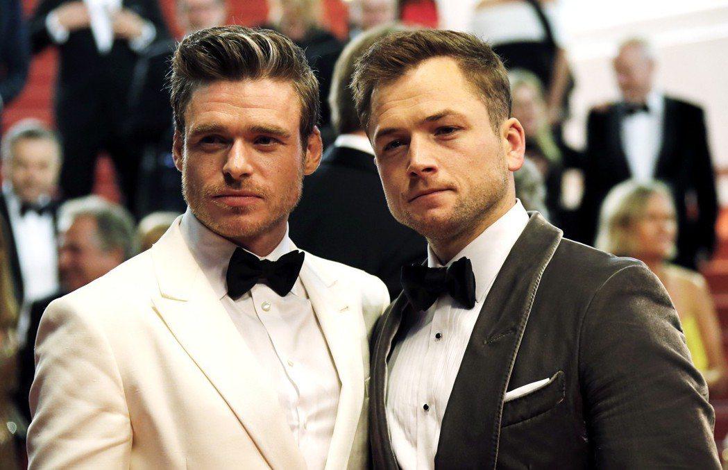 李察馬登與泰隆艾格頓扮演一對同性情人,連出席坎城首映的禮服都很搭配。(路透)