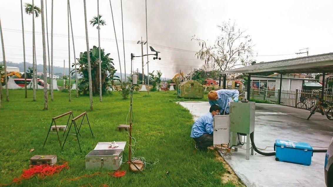 台中市環保局於泰安國小內架設環境戴奧辛採樣設備,進行24小時採樣。圖/台中市政府...