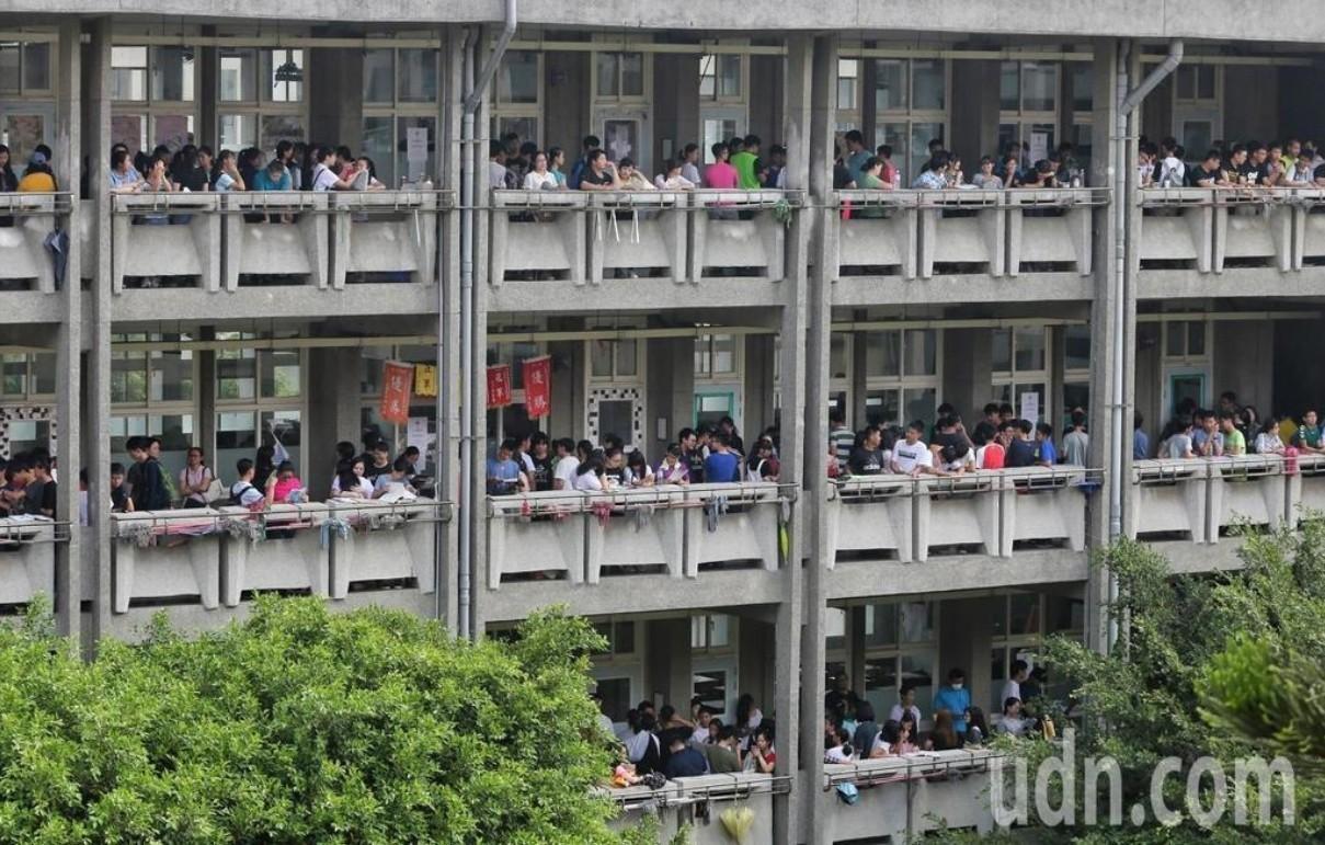 21萬多人報名的國中會考今明兩天登場。本報資料照片