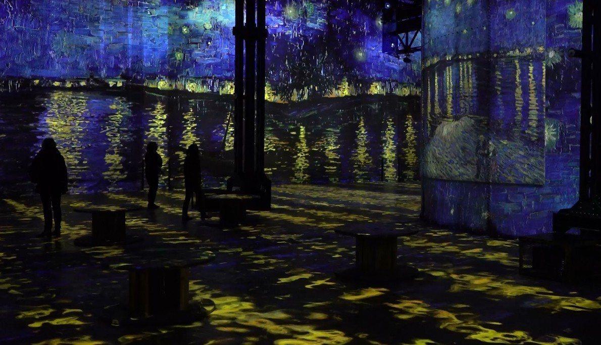 今年二月,法國巴黎光之博物館推出「梵谷星夜」展覽,結合新媒體技術與環場音效,超過...