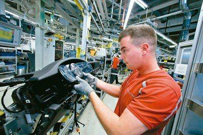 汽車儀表板顯示器是當前少數尚未被攻克的螢幕之一,汽車製造業和矽谷為掌控這些螢幕,...