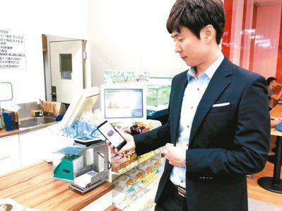 金融科技(Fintech)更接近生活。台新金控核心子公司台新銀行與韓國韓亞金融集...
