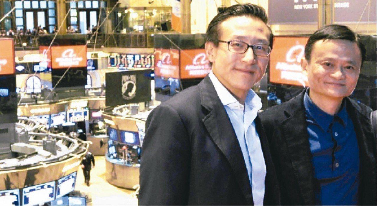 馬雲(右)將在今年9月退休,他身旁這位集團執行副主席蔡崇信,被外界認為是馬雲成功...
