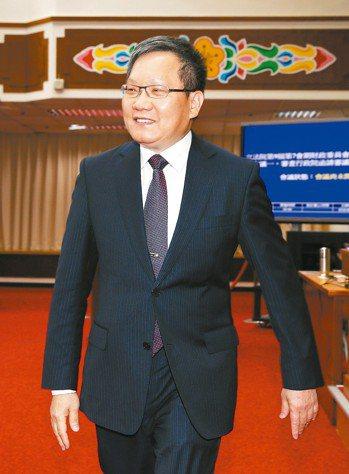 財政部長蘇建榮回應,他曾經擔任過柯市府旗下台北市財政局長,當年柯文哲態度並不排斥...