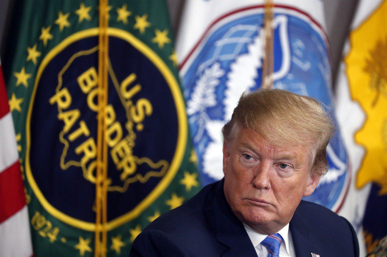 川普總統對美墨邊牆的想法很多,圖為他到加州加利西哥邊境巡邏隊隊部。 美聯社