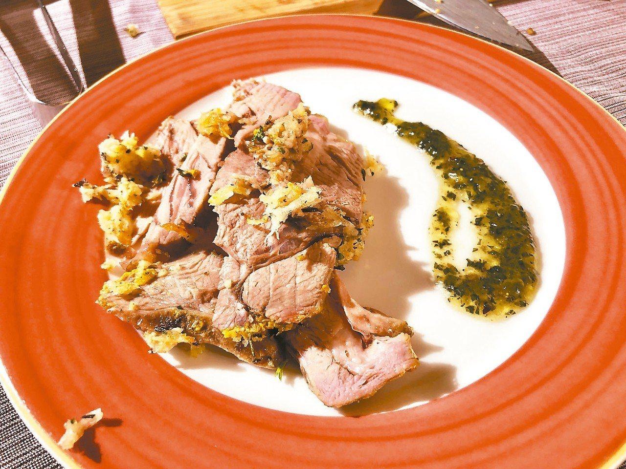 「主廚嚴選香料烤羊腿」選用肉質甜美多汁的羊大腿,以慢火烤至全熟。 記者宋健生/攝...