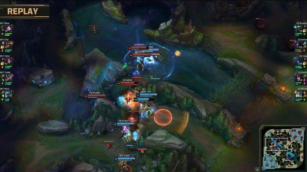 終於找到繞背機會的凱能,雖然大招只有電到兩隻,但是可以阻斷G2的連續攻擊。