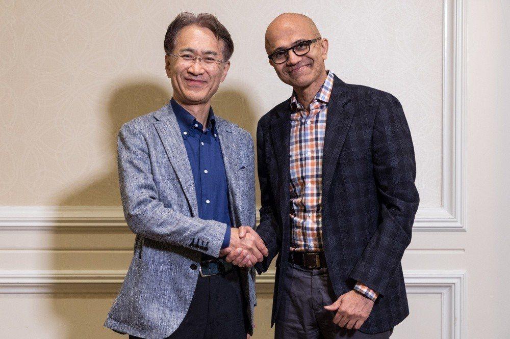 Sony執行長吉田憲一郎 (左)與微軟執行長Satya Nadella