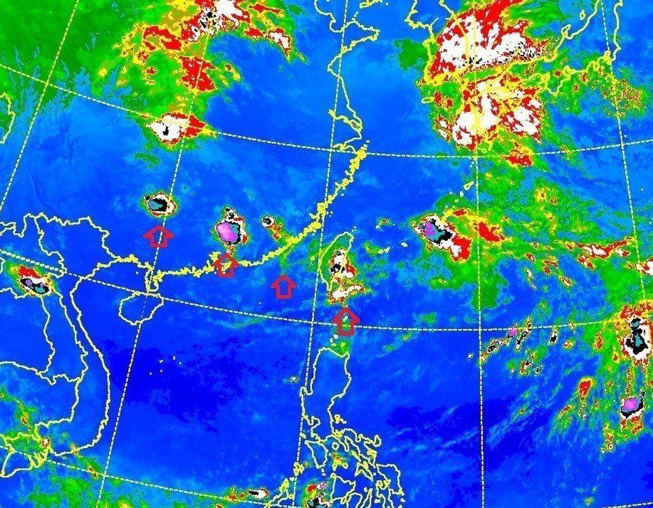 中央氣象局副局長鄭明典說,若看到排隊的雲團,雲團連線通過台灣上空,這種情況還是要...