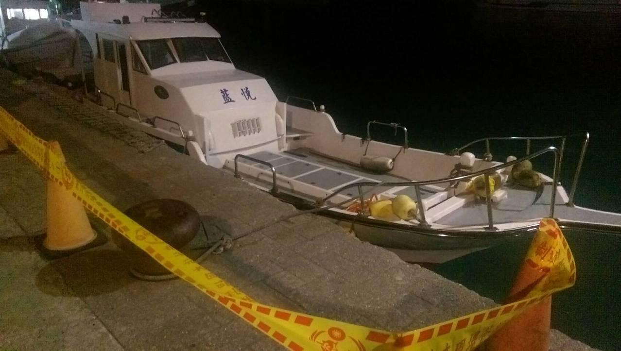 平時停靠在台東蘭嶼開元港載運潛水客的「藍悅號」海釣船,這個月9日深夜在蘭嶼外海被...