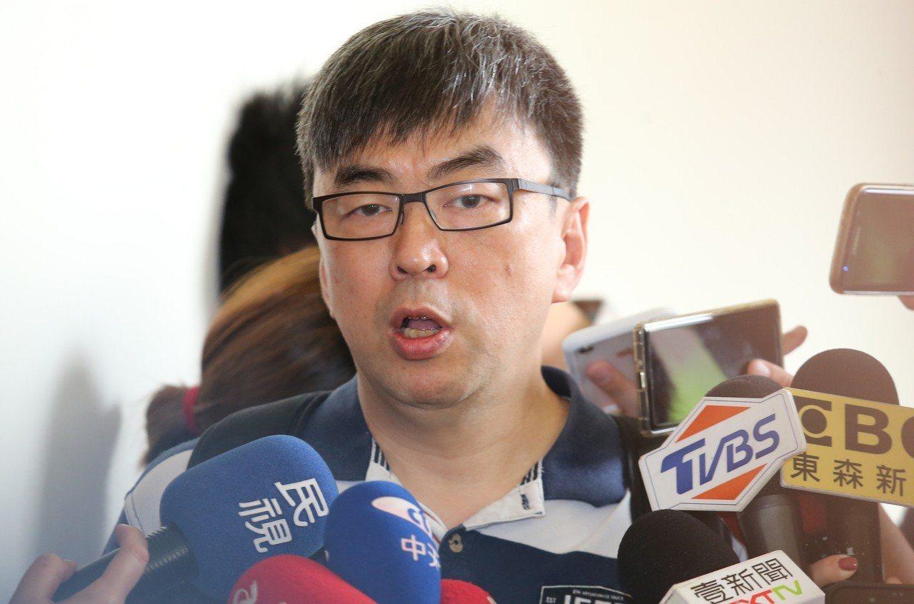 中華民國曲棍球協會詐領補助款案件再起風波,監委認為檢察官陳隆翔偵辦此案有明顯重大...