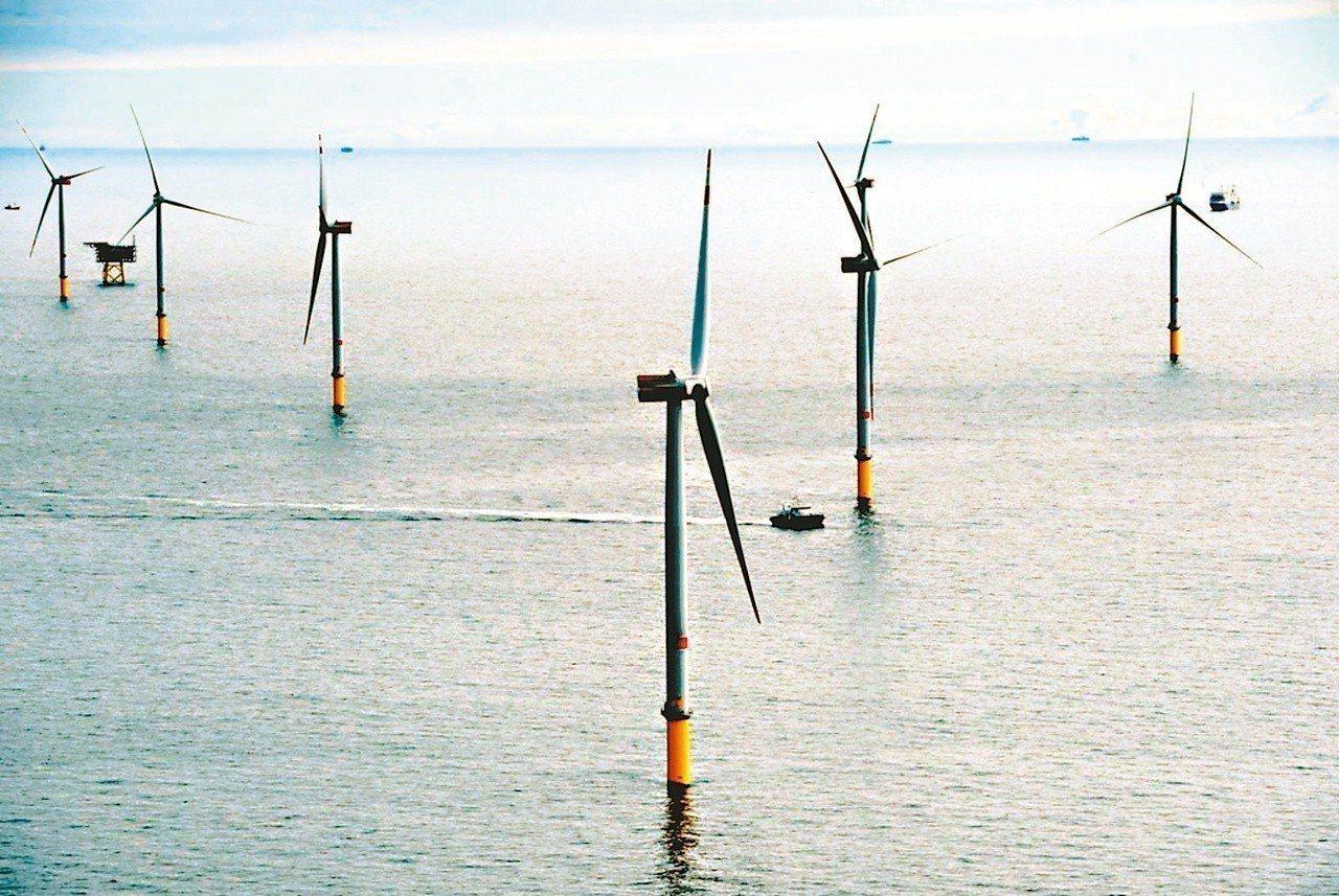 推動以核養綠的台大醫院前副院長王明鉅今天在臉書,批政府目前再生能源政策的兩個最大...