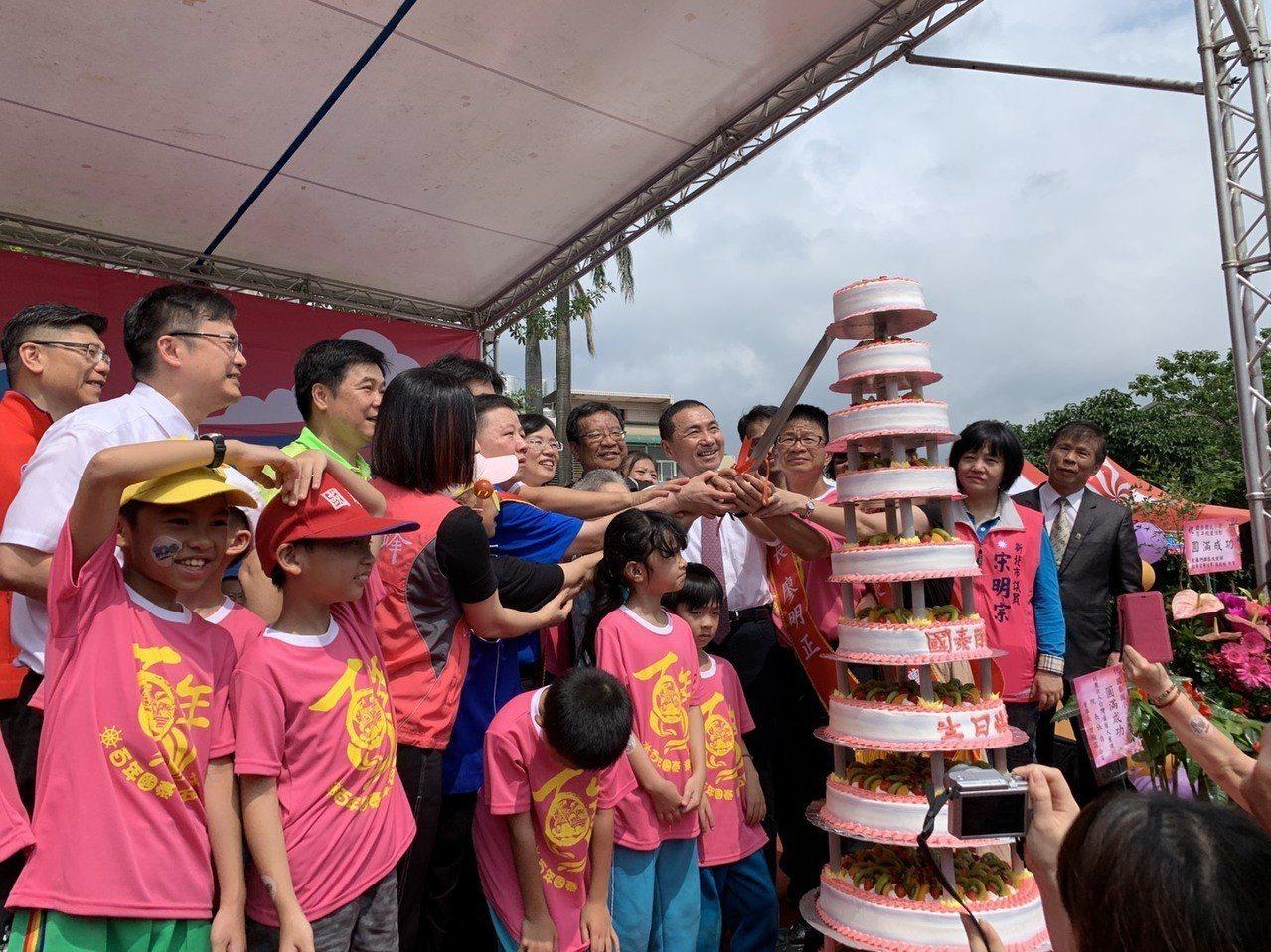 新北市長侯友宜今早參加國泰國小百年校慶。記者魏翊庭/攝影