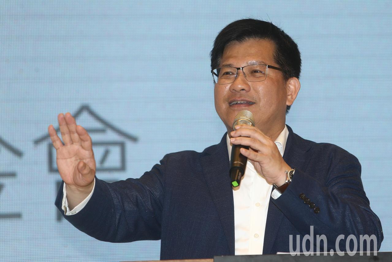 林佳龍去年底敗選後,曾說「不會離開台中」,今天他發起的基金會在台中成立後,政壇解...
