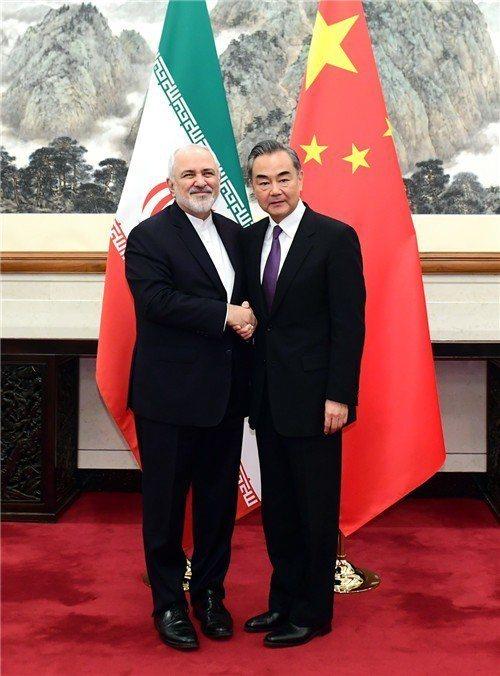 美國與伊朗關係緊張之際,中共外長王毅17日在北京會見伊朗外長扎里夫。(中共外交部...