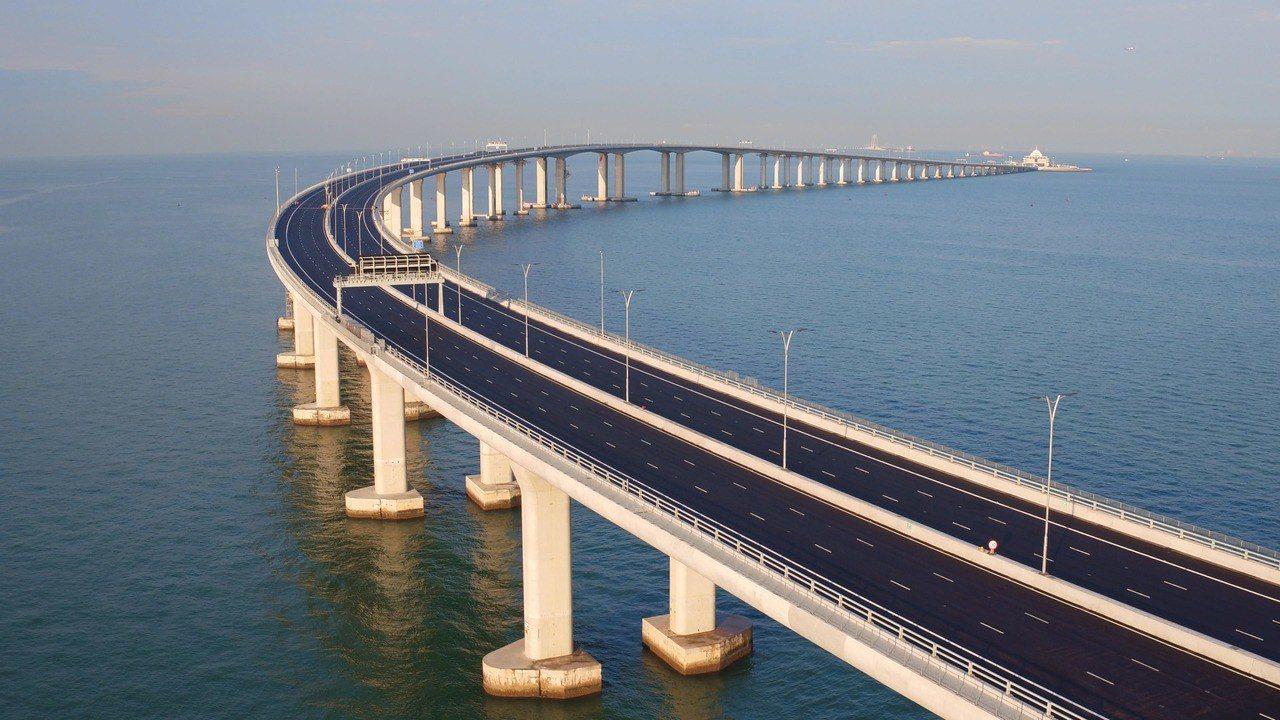 香港旅遊發展局率先推出「一程多站」的行程,讓台灣旅客搶先朝聖世界級的港珠澳大橋。...