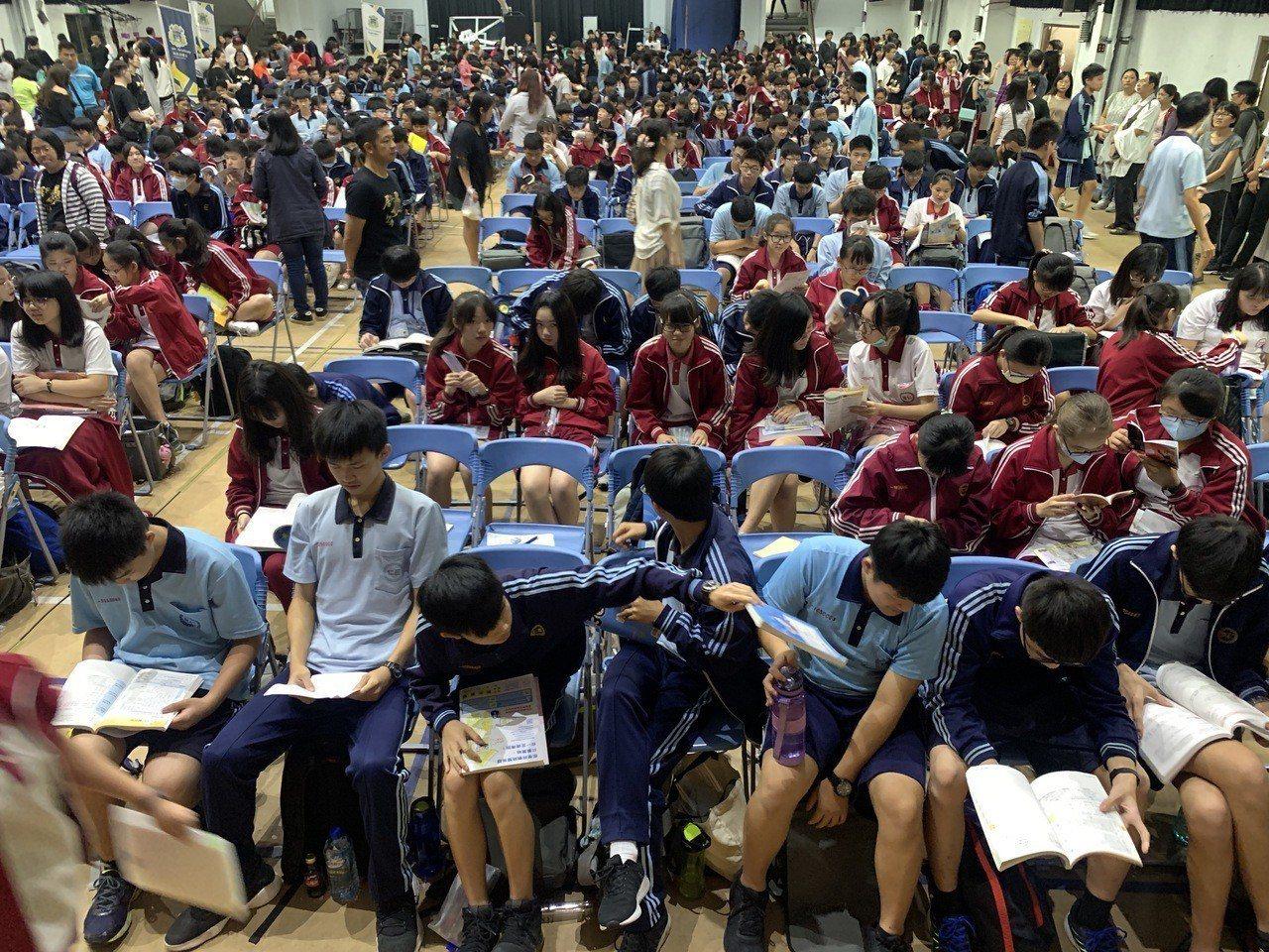 108國中會考數學科今年命題生活化,中部考生說,代數命題比重多,考題難易適中,有...