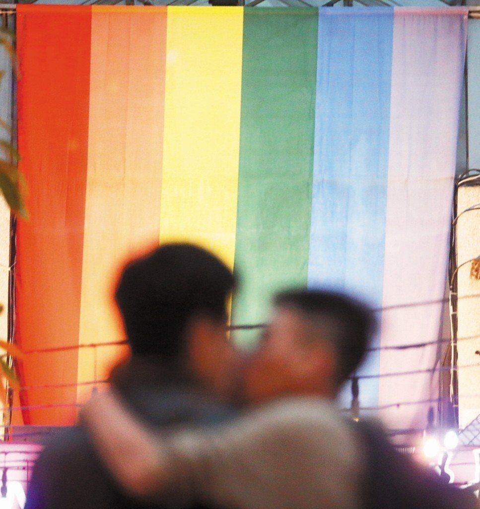 立法院昨天三讀通過「同婚專法」,我國成為亞洲第一個承認同性婚姻合法化的國家。(報...