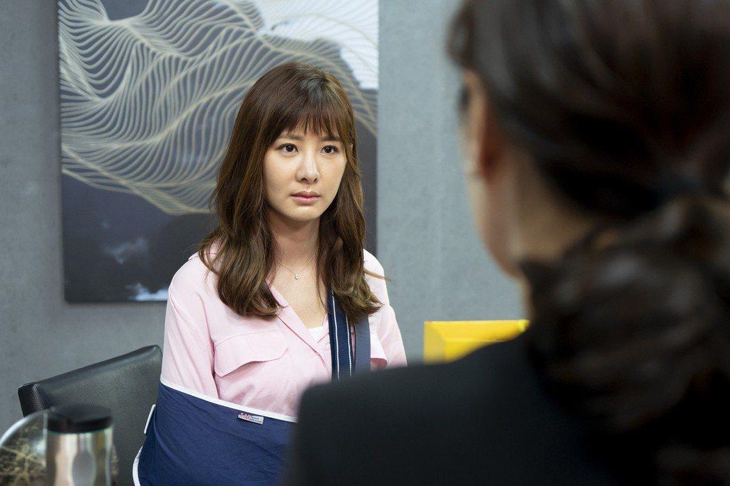 安心亞客串「最佳利益」演出受家暴婦女。圖/華視提供