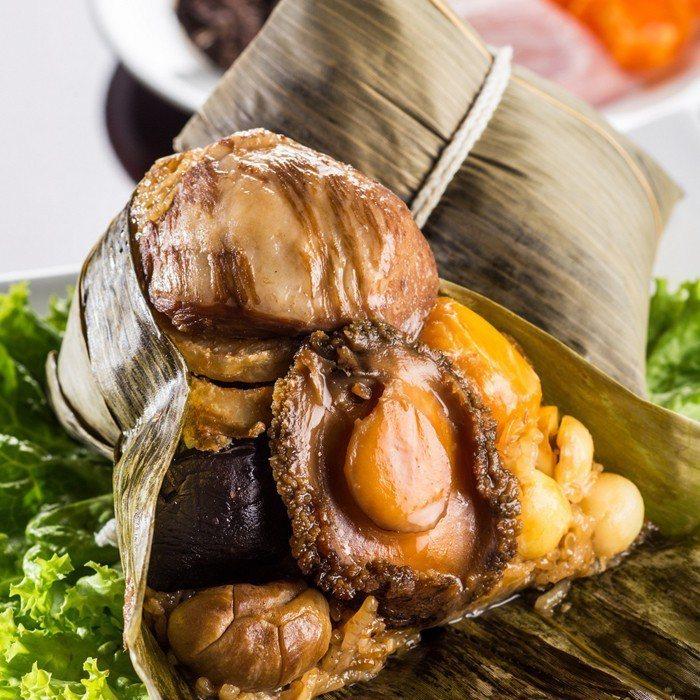 環球購物中心晶華酒店晶華冠軍鮑粽禮盒,整顆新鮮鮑魚、松阪豬肉都在一顆粽子裡,2入...
