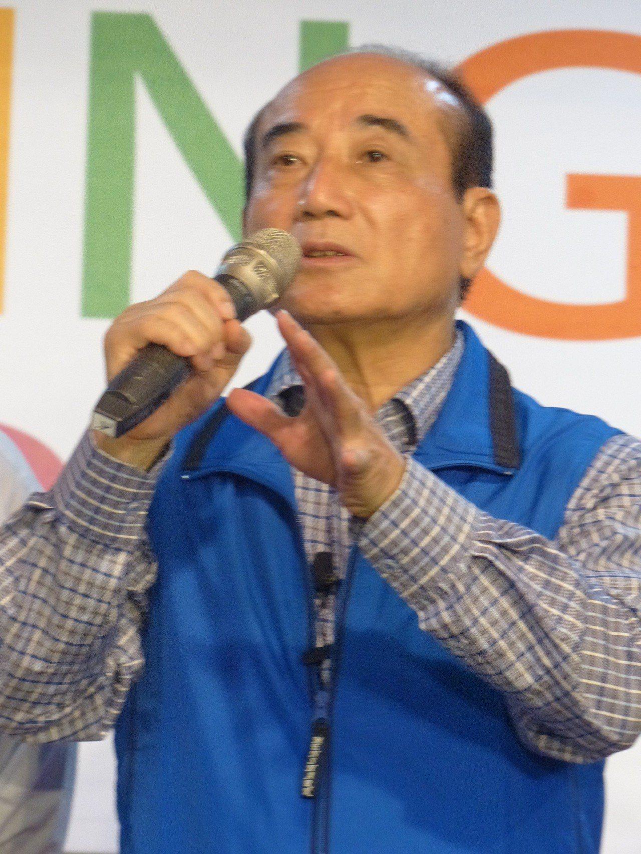 前立法院長王金平(中) 今天下午參加在彰化市向陽社區活動中心舉行的彰化市金平之友...